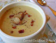 Curried Cauliflower Thermomix soup recipe with apple and bacon fried bagel chips. Apple Recipes, Soup Recipes, Cooking Recipes, Healthy Recipes, Thermomix Soup, Bellini Recipe, Chicken Liver Pate, Bacon Fries, Gluten Free Chocolate Cake