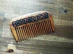 Svatava / Drevený hrebeň Wood Crafts, Cuff Bracelets, Handmade, Leather, Hand Made, Wood Turning, Craft, Woodwork, Woodworking Projects