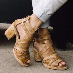 womens freebird claw tan leather sandal