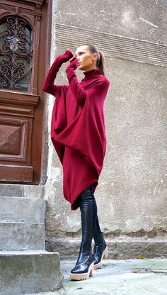 NEW Oversize Burgundy Loose Casual Top / Asymmetric por Aakasha