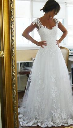 A-line/Princess Floor Length Sweep Train Sheer Back Wedding Dress with Lace Trim Vestido de noiva