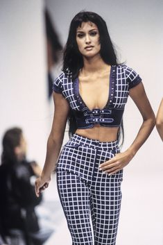 Helena - Gaetano Navarra Runway Show, 1991 2000s Fashion, Fashion Week, Love Fashion, High Fashion, Fashion Show, Vintage Fashion, Fashion Looks, Fashion Design, Fashion Trends