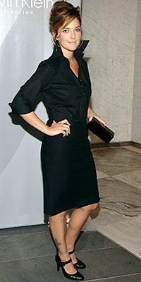 Drew Barrymore... this outfit looks great: black skirt, black button-up, black heels