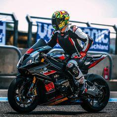 Yamaha Bikes, Racing Motorcycles, Ducati, Sexy Biker Men, Fox Racing Clothing, Velentino Rossi, Bike Gang, Bike Leathers, Motorcycle Suit
