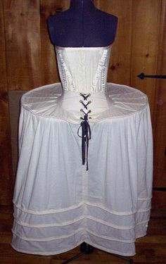 Costuming - My day to day: History of the hoop skirt Starting with the Farthingale Elizabethan Clothing, Elizabethan Fashion, Elizabethan Era, Renaissance Mode, Renaissance Fashion, Moda Vintage, Vintage Mode, Historical Costume, Historical Clothing