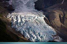 THE BERG GLACIER Photograph by Jeffrey Pang The Berg Glacier feeds into Berg lake, which is located on the Robson River and within Mount Robson Provincial Park in the Canadian Rockies. Proof Of Global Warming, Global Warming Climate Change, Climate Warming, Many Glacier, Canadian Rockies, Fire And Ice, Natural Wonders, Rocky Mountains, Amazing Art