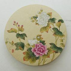 손유영의 민화이야기 China Painting, Silk Painting, Korean Art, Asian Art, Circle Painting, Oriental Flowers, Korean Painting, Chinese Art, Watercolor Flowers