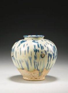 A Blue-Splashed Pottery Jar, Tang Dynasty - Photo Sotheby's