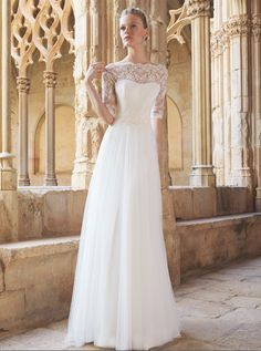#Vestido de #novia con corte columna, de encaje y escote de barco. Modelo MONACO. chantu.es