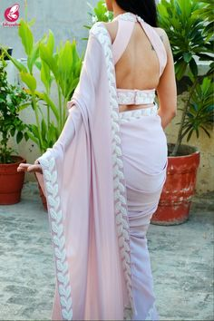 Saree Designs by Colorauction Pastell Mauve Pink Pearl Arbeit Silk Georgette Saree The Most Effectiv Saree Jacket Designs, Saree Blouse Neck Designs, Fancy Blouse Designs, Indian Blouse Designs, Mauve, Stylish Blouse Design, Designer Blouse Patterns, Stylish Sarees, Indian Designer Outfits