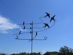 Three birds in the wind weather vane - Le Coffre Ux Images Garden Spinners, Wind Spinners, Georges Chelon, Weather Vain, Storefront Signs, Lightning Rod, Kinetic Art, Camping Survival, Wire Art