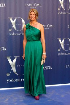 Vestidos verdes de fiesta #bodas #vestidos #invitadas Gown, attire,party dress green