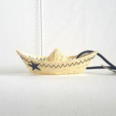 """porte-clés """"bateau""""jaune en toile de voile recyclée, étoile noire : Porte clés par l-etoile-de-mer"""
