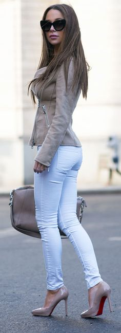 Booty in white skinny jeans and nude high heels