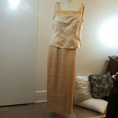 ADRIANNA PAPELL 3 PIECE Skirt, top, jacket. Good condition. Been worn. Needs dry cleaning Adrianna Papell Other