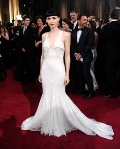 """thisislavieenrose: """" Red Carpet look of the day: Rooney Mara wearing a Givenchy dress at the Academy Awards. Stylish Dresses, Nice Dresses, Prom Dresses, Wedding Dresses, Oscar 2012, Best Oscar Dresses, Oscar Fashion, Rooney Mara, Red Carpet"""