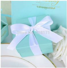 Po] tiffany blue box - wedding favour box with ribbons - elegant and Wedding Favors And Gifts, Romantic Wedding Favours, Wedding Candy Boxes, Candy Party Favors, Wedding Ideas, Cookie Gift Boxes, Tiffany Blue Box, Paper Candy, Wedding Store
