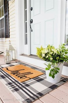 Outdoor Decor Ideas To Boost Your Home's Curb Appeal. Front Porch Decor Ideas Easy and affordable front porch decor ideas you can do to create a welcoming curb appeal for your home using a plaid rug, rocking chairs and some paint Modern Farmhouse, Farmhouse Style, Farmhouse Decor, Style At Home, Style Cottage, Diy Home Decor For Apartments, Diy Home Decor Rustic, Country Porch Decor, Front Doors