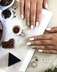 A misconception that beautiful manicure can only be on long nails. We have collected a selection of design ideas for a spectacular manicure. Hair And Nails, My Nails, Oval Nails, Uñas Diy, Uñas Fashion, Fashion Ideas, Nagellack Trends, Super Nails, Nagel Gel