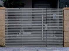 Mulholland Gates Los Angeles fabricates and installs Aluminum gates. aluminum gates, in that they have a very modern look. Home Gate Design, House Fence Design, House Main Gates Design, Steel Gate Design, Front Gate Design, Main Door Design, Garden Design, Entrance Gates, House Entrance