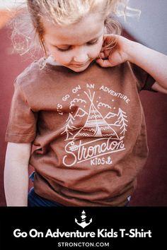 Vom Baby über Kleinkind bis zu den großen Kleinen ist für jede:n was dabei. Der erste Stroncton Kids-Drop besteht aus jeweils 2 verschiedenen unisex Baby Bodies, Baby T-Shirts und Kids T-Shirts. Egal ob für drüber im Sommer oder drunter im Winter. Alle Produkte bestehen aus 100 % Bio-Baumwolle für das absolute Wohlfühlgefühl und den höchsten Tragekomfort. Wie immer nachhaltig und fair hergestellt. Der Pint vorne ist ein hochwertiger und ökologischer Siebdruck. Zu finden bei uns im… Baby T Shirts, Drop, Adventure, Unisex, Sweatshirts, Kids, Shopping, Collection, Silk Screen Printing