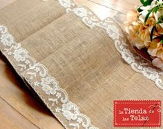 Complementa la #decoración de la #mesa de tus celebraciones más especiales, con un camino de mesa estilo vintage.  #Arpillera 4,99€/m ( 1,50m/ancho )