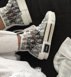 Sneakers Fashion, Fashion Shoes, Dubai Fashion, Converse, Baskets, Expensive Shoes, Aesthetic Shoes, Urban Aesthetic, Dior Shoes