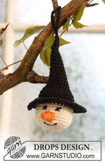 """Crochet DROPS witches' heads in """"Safran"""" for Halloween. ~ DROPS Design"""