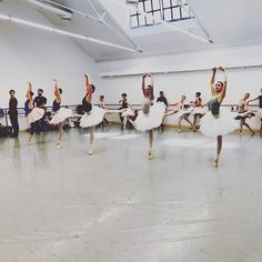 The Sleeping Beauty - rehearsal - coming soon at @teatrolafenice  @opera_roma . Repost from @lautredanseuse . #rehearsal#dancers#job#work#comingsoon#operaroma#teatrolafenice#ballet#thesleepingbeauty#teatro#people#day#photography#life#tagsforlike#instaphoto#instalike#good#tchaikovsky http://tipsrazzi.com/ipost/1506504089142556884/?code=BToLXy-A_jU