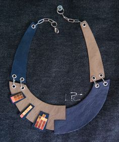 #ecodesign #handmade #recycledleather #collar #necklace by #lapezzaacolori #collana #artigianale #in #pelle di #riciclo #designjewels #leathercreations #leatherjewelry #unconventionaljewels
