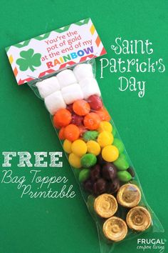 St Patricks day crafts for kids! Patrick's Day Bag Topper Printable on Frugal Coupon Living - Kids Craft, St Patrick's Day Craft, FREE Bag Topper, Rainbow Party, FREE Party Favor. Rainbow Birthday idea too! St Patricks Day Crafts For Kids, St Patrick's Day Crafts, Fun Crafts, Amazing Crafts, Dessert Party, Party Desserts, Holiday Treats, Holiday Fun, Dyi