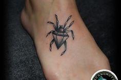 Tattoo spider is a good suggestion for everyone. Ενα απο τα μικρα τατουαζ που θα σας αρεσουν.