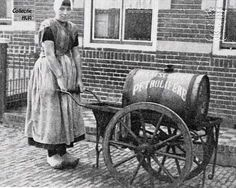 1047: Maatje Bliek met haar petroleumwagentje. Vintage Pictures, Old Pictures, Old Photos, Holland, Amsterdam, Dutch Bike, Old Scool, Good Old Times, The Good Old Days