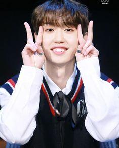 K Pop, Fan Signs, Kris Wu, Fan Fiction, Kpop Boy, K Idols, Monsta X, Boy Groups, Exo