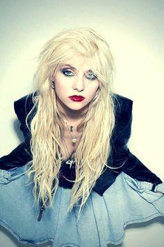 Taylor Momsen I love love love her style!