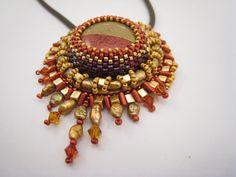 Anhänger Perlenstickerei Rot Gold Polymer Clay von BeadFizz auf Etsy