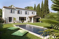 Builder house traditional mas of provence presents its line of traditional houses. Nstruction of mas of provence with noble materials. Rustic Loft, Rustic Cottage, Modern Architecture House, Modern House Design, House Design Drawing, Deco, Rustic Exterior, Beautiful Villas, Beautiful Beautiful