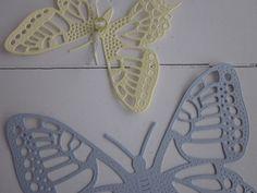 Butterfly wall art --- 3D papieren muurvlinders in geel en grijs --- Als muurdecoratie, leuk cadeau, op een tienerkamer of stoere babykamer