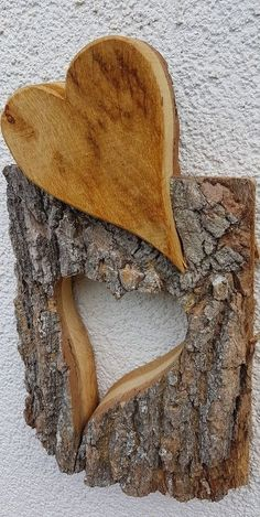 31 Indoor Woodworking Projects to Do This Winter – wood projects Brutto Barn Wood Projects, Woodworking Projects Diy, Deco Nature, Driftwood Crafts, Wood Crosses, Heart Decorations, Wood Creations, Wooden Art, Wood Sculpture
