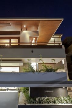 Image 4 of 23 from gallery of Twin Courtyard House / Charged Voids. Photograph by Purnesh Dev Nikhanj Indian House Exterior Design, Modern Exterior, Modern Courtyard, Courtyard House, Flat Roof House, Wood Cladding, Interior Design Images, Indian Homes, Contemporary Architecture