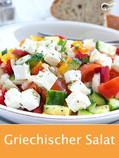 This recipe for Greek salad tastes like on vacation. Feta cheese, cucumber and tomatoes make for a light meal. salad # vegetables This recipe for Greek salad tastes like on vacation. Orzo Salad Recipes, Lettuce Salad Recipes, Greek Salad Recipes, Healthy Salad Recipes, Pollo Light, Oven Vegetables, Cooking Whole Chicken, Feta Salat, Couscous Salat