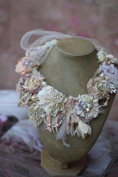 Jewelry Crafts, Jewelry Art, Beaded Jewelry, Handmade Jewelry, Beaded Necklace, Shabby Chic Schmuck, Shabby Chic Jewelry, Fabric Necklace, Floral Necklace