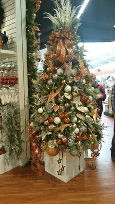Bents garden centre bronze/rose gold christmas tree. Stunning tree topper