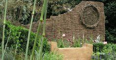Biegsam, vielseitig und erstaunlich haltbar: Flechten Sie für Ihren Garten eine naturnahe Beet-Einfassung oder einen Sichtschutz aus Weidenruten. Der Spätwinter ist die beste Zeit dafür.