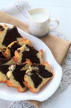 chec cu iaurt si frisca Loaf Cake, Muffin, Sweets, Breakfast, Desserts, Rome, Morning Coffee, Tailgate Desserts, Deserts