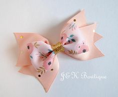 Pink and gold hair bow floral print hair bow Hair Bows for Floral print hair bow with pink and gold colors Mini bow with tails This listing is for one hair bow. Gold Hair Bow, Big Hair Bows, Flower Hair Bows, Making Hair Bows, Lace Hair, Burlap Hair Bows, Princess Hair Bows, Toddler Hair Clips, Baby Hair Accessories