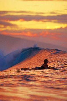 Surf no amanhecer