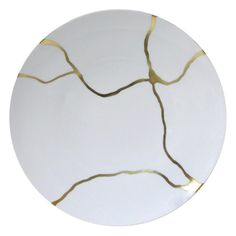Kintsugi objects Kintsugi (golden joinery) or Kintsukuroi (golden repair) is the Japanese art of repairing broken pottery with lacquer dusted or mixed with powdered gold, silver, or platinum. Kintsugi, Japanese Ceramics, Japanese Pottery, Japanese Art, Ceramic Clay, Ceramic Pottery, Wabi Sabi, Japanese Gold Repair, Forma Circular