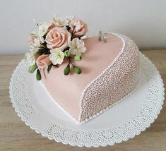 gateau de mariage par mariaamalia cakesdecor com - The world's most private search engine Beautiful Birthday Cakes, Beautiful Wedding Cakes, Gorgeous Cakes, Pretty Cakes, Amazing Cakes, Heart Shaped Cakes, Heart Cakes, Heart Shaped Wedding Cakes, 1 Layer Wedding Cake