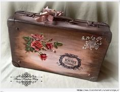 138510319_11__1_ (700x535, 277Kb) Decoupage Suitcase, Painted Suitcase, Suitcase Decor, Decoupage Box, Decoupage Vintage, Old Luggage, Sewing Case, Creative Box, Vintage Halloween Decorations